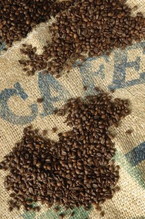 writ: Roasted Coffee Beans, Close-Up LANG_EVOIMAGES