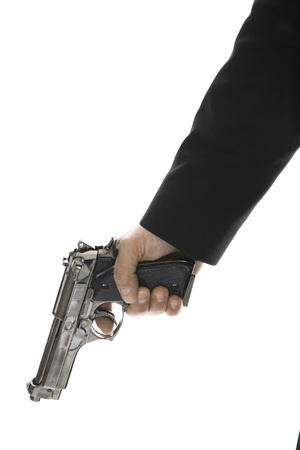 delincuencia: Joven sosteniendo la pistola de mano, primer plano