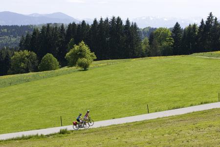 street shot: Germany, Bavaria, Oberland, Two Women Mountain Biking LANG_EVOIMAGES