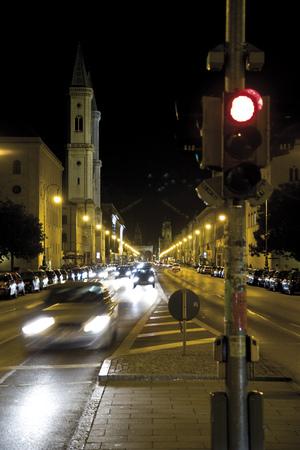 dont walk: Gemany, Bavaria, Munich At Night LANG_EVOIMAGES