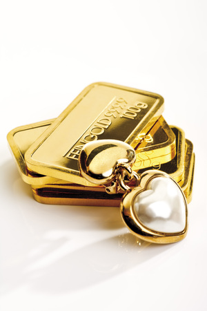 pedant: Gold Bars And Heart-Shaped Pedant