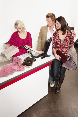 Couple Paying At Cashier LANG_EVOIMAGES