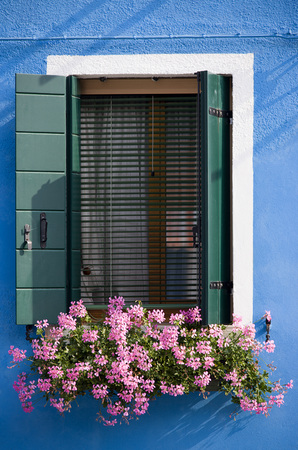 Italy, Venice, Burano, Window, Flower Box With Geranium Flowers LANG_EVOIMAGES