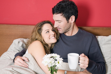Young Couple Having Breakfast In Bed LANG_EVOIMAGES