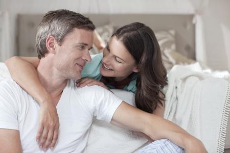 pyjama: Germany,Hamburg,Couple In Bedroom,Embracing LANG_EVOIMAGES
