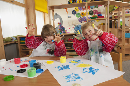 cruddy: Germany,Two Boys (3-4),(6-7) Fingerpainting In Nursery,Showing Hands,Smiling,Portrait LANG_EVOIMAGES