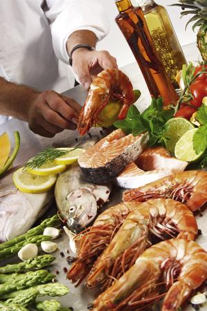 citrons: Man Preparing A Seafood Platter