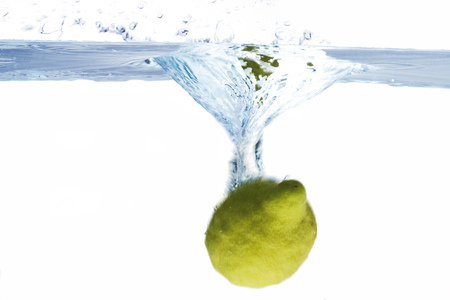 citrons: Lemon Splashing Into Water