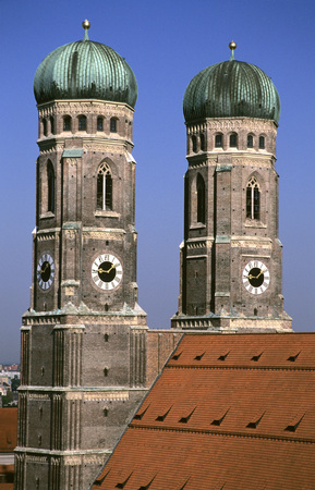 high section: Frauenkirche, Munich, Bavaria, Germany LANG_EVOIMAGES