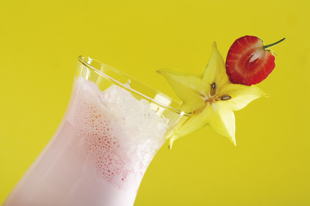 Strawberry-Colada Cocktail, Close-Up LANG_EVOIMAGES