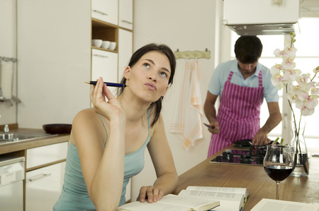 relaciones laborales: Woman Working In Kitchen,Man Cooking