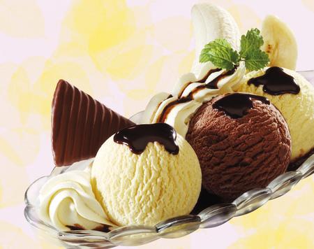 Banana Split Ice Cream, Close-Up LANG_EVOIMAGES