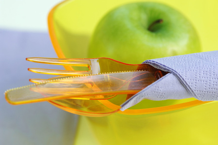 lose up: Plastic Cutlery,Plastic Bowl And Green Apple