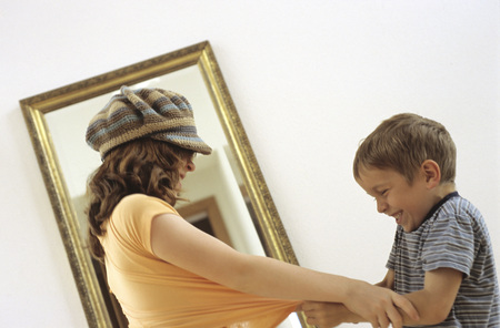 Boy And Girl Struggling In Front Of Mirror LANG_EVOIMAGES