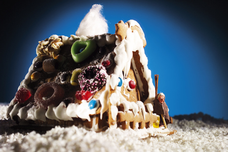 sweetly: Gingerbread House LANG_EVOIMAGES