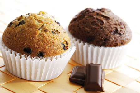 sweetly: Muffins With Piece Of Chocolate