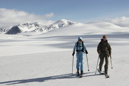 Norway, Rondane National Park, Persons Cross-Country Skiing LANG_EVOIMAGES