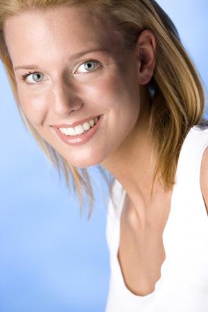 Portrait Of A Blonde Woman LANG_EVOIMAGES