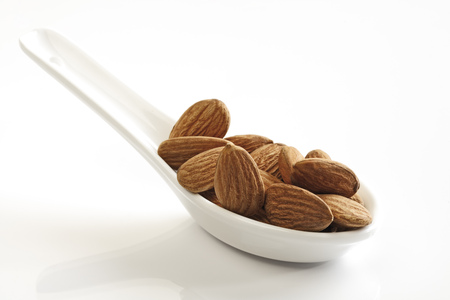 Almonds LANG_EVOIMAGES