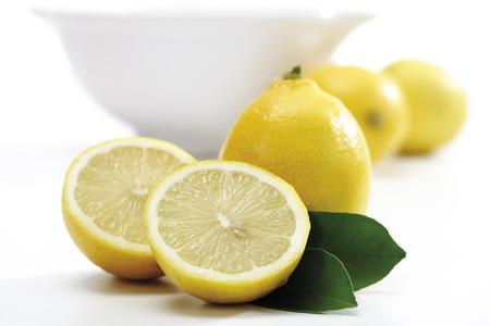 Lemons In Front Of Bowl LANG_EVOIMAGES