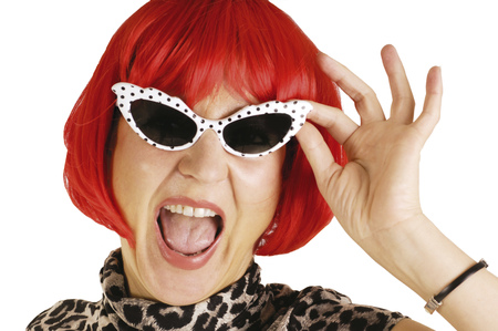 Woman Wearing Sunglasses And Wig LANG_EVOIMAGES