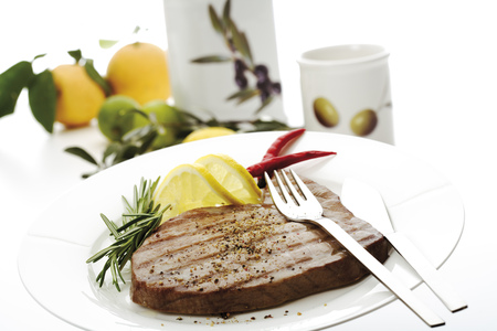citrons: Grilled Tuna Steak On Plate, Close-Up