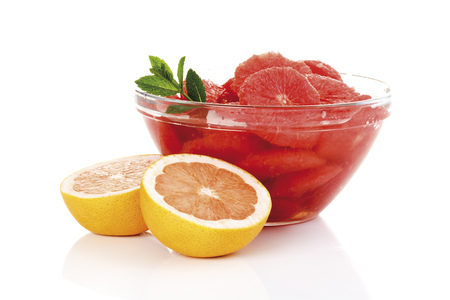 vitamin rich: Slices Of Grapefruit In Bowl, Close-Up LANG_EVOIMAGES