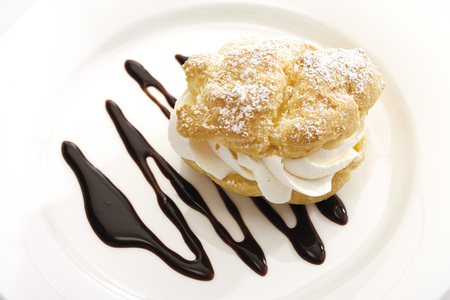 Cream Puff With Chocolate Sauce On Plate LANG_EVOIMAGES