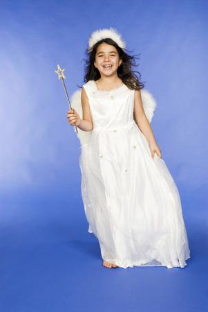 niños vistiendose: Girl Dressed As Angel, Portrait