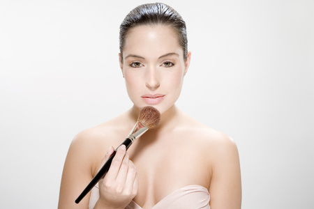 Young Woman Using Make Up Brush, Portrait LANG_EVOIMAGES