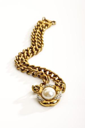 Golden Necklace LANG_EVOIMAGES
