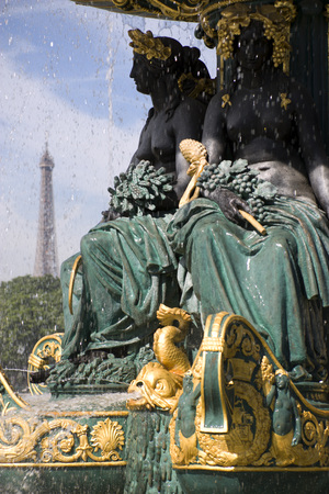 France, Paris, Fountain, Eiffel Tower In Background LANG_EVOIMAGES