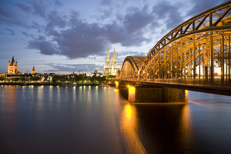 dom: Germany, Cologne, Hohenzollern Bridge And Cologne Cathedral, City View