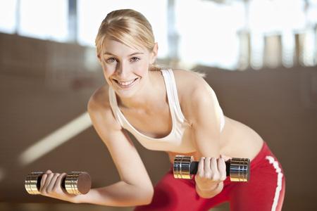 levantar peso: Germany,Mauern,Woman Lifting Weights,Smiling,Portrai