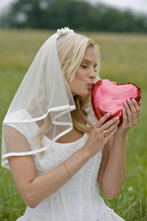 Bride Holding Heart Shape Object,Eyes Closed LANG_EVOIMAGES