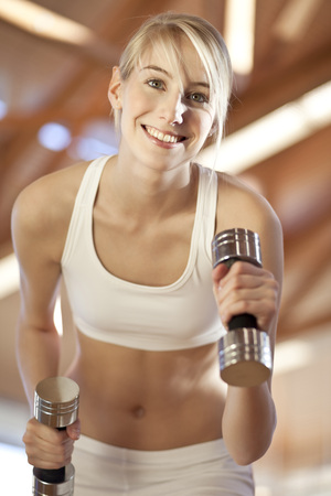levantar peso: Germany,Mauern,Woman Lifting Weights,Smiling,Portrait