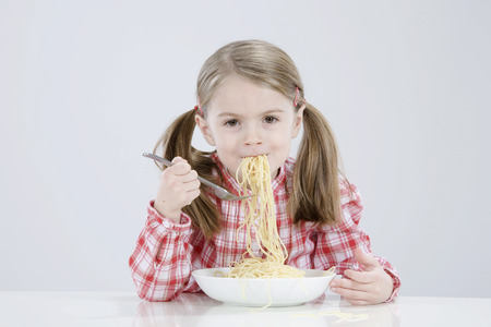 Girl (4-5) Eating Spagetti,Smiling,Portrait LANG_EVOIMAGES