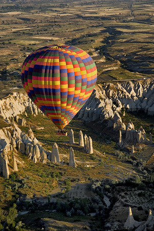 Turkey,Cappadocia,Goreme,View Of Hot Air Balloons Glides Over Rocks LANG_EVOIMAGES