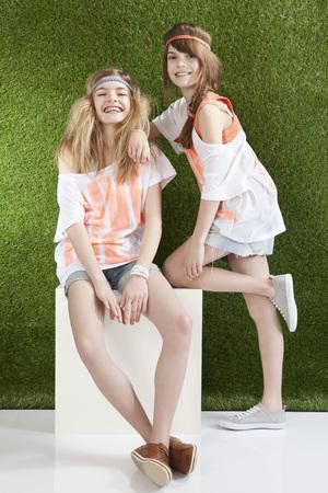 Girls Smiling,Portrait LANG_EVOIMAGES