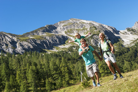 Austria, Salzburg, Family Hiking At Altenmarkt Zauchensee LANG_EVOIMAGES