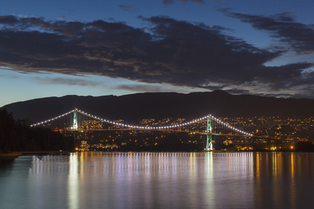 Canada,Vancouver,Lions Gate Bridge at night LANG_EVOIMAGES