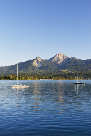 Austria,Carinthia,Karawanken,Faaker See with Mittagskogel mountain LANG_EVOIMAGES