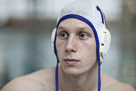 Water polo player outside pool LANG_EVOIMAGES