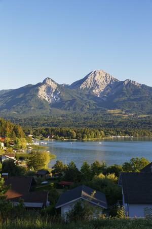Austria,Carinthia,Lake Faak in Egg with mountain Kepa LANG_EVOIMAGES