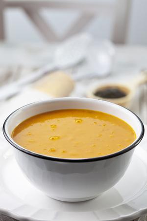 Bowl with pumpkin soup,studio shot LANG_EVOIMAGES
