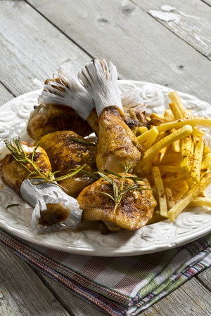 Chicken drums with french fries on plate LANG_EVOIMAGES
