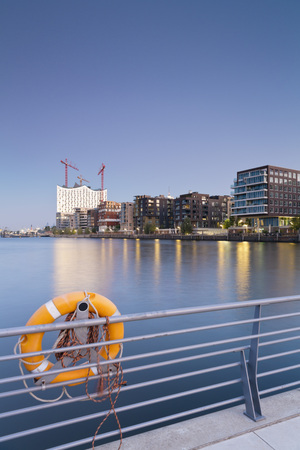 Germany,Hamburg,Hafencity,Grasbrook Harbour with Elbe Philharmonic Hall and Dalmannkai LANG_EVOIMAGES