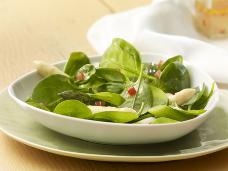 Spinach asparagus salad with tomatoe vinaigrette