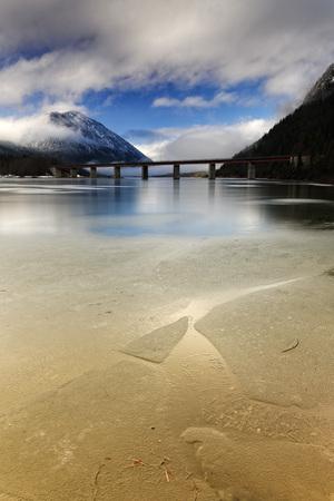 Germany,Bavaria,Lenggries,Bad Toelz Wolfratshausen,bridge over frozen Sylvenstein Dam