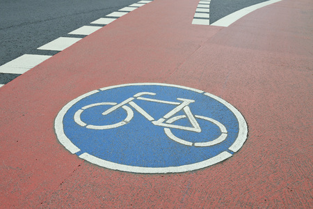 Germany, North Rhine-Westphalia, Cologne, bicycle lane with traffic sign LANG_EVOIMAGES
